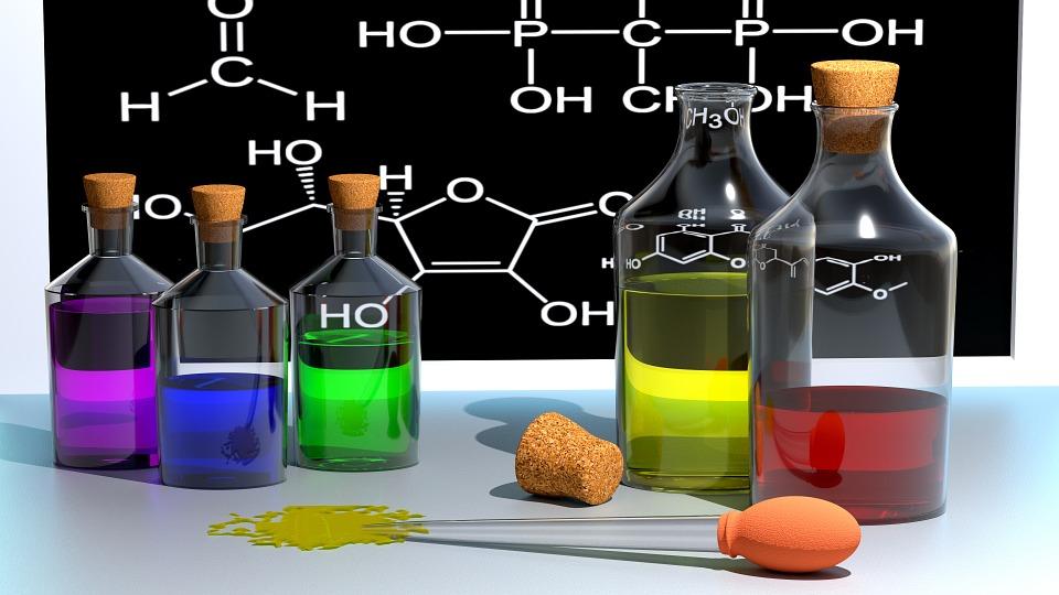 Химическая посуда и жидкость